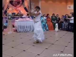 Цыганочка классно танцует