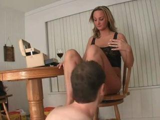 Госпожа бьт раба по голове фото 510-527