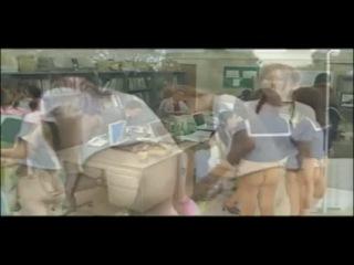 Забавный китайский мирок, где девушки голые по пояс, снизу)))