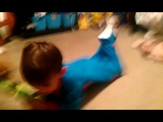 Брейдан играет с дакси