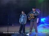 Классно спел. Цыганский мальчик поёт