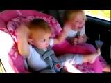 Я чуть не умерла от смеха : DDD ( Малыш крепко спал, но когда включили его любимую песню он проснулся)!Ё!