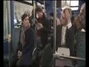 девушка в автобусе