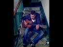 Парень очень красиво поет под гитару Твои карие глаза
