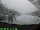 Автомобиль занесло и выкинуло на обочину на скользкой трассе. Но когда водитель начал откапывать свой автомобиль из сугроба, он никак не ожидал такого поворота событий. Жесть, не для впечатлительных.