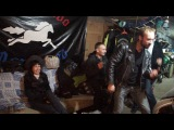 Гаражные танцы под рок-н-ролл