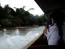 плывем на местной моторной лодке по р.Квэй