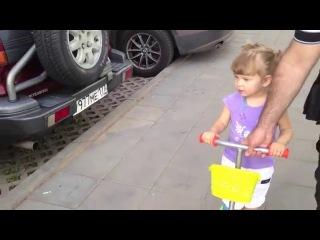 Девочка знает все марки авто