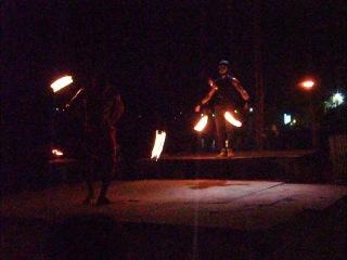 Файер-шоу на о.Пхи-Пхи ((Phi Phi Don) на пляже Ло Далам (Loh Dalam).