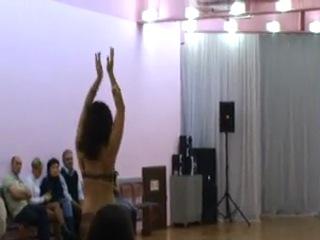 *Евгения*, зажигательный танец под ритм арабского барабана-табла