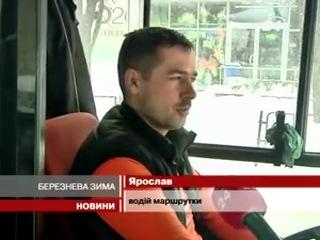 А у Львові через сніг з рейок зійшли трамваї