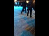 Мой любимка катается на коньках, он просто профи!!!