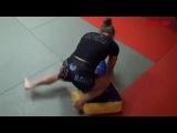 Девушка в Тайском боксе!! Очень зрелещно!)