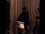 Рианна танцует за кулисами, после собственного концерта в Новом Орлеане