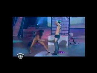 Танцы со звёздами  Аргентина.Танец шокировавший всю страну. а ведущий то оказался ее мужем вот это прикол)))...он бы сам бы с не