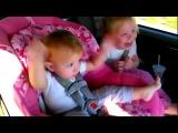 Реакция спящего ребенка на Гагнам Стайл))) ржачный смех девочки)))
