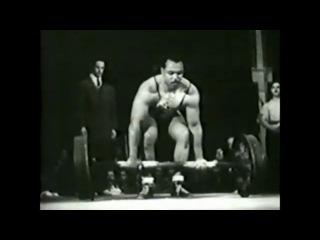 13.09.1949 Джон Дэвис, толкает 166 кг.
