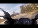 Mercedes SL63 AMG vs 2 Yamaha R1 in Sweden 300km/h+