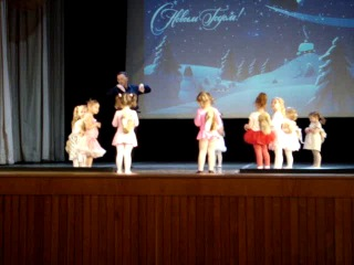 Дебют на большой сцене :) Танец белочек.