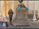 На колокольню Свято-Троицкого собора Александро-Невской Лавры подняли 2 новых колокола