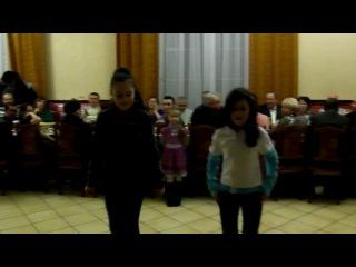 самый класный тиктоник танцуют юля и вероника)* я 100 рас смотрела)8