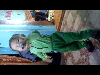 Малыш поет песню Дандара