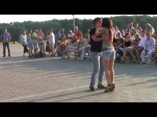 Танец бачата с закрытыми глазами