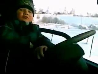 6-летний мальчик из Кузбасса ездит за рулём грузовика