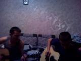 Парни играют песню