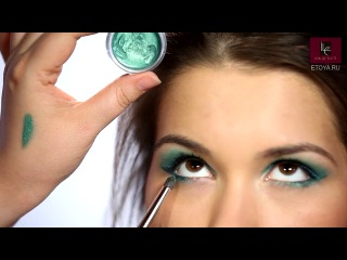 Макияж глаз в технике Halo Smoky Eyes от Make Up For Ever