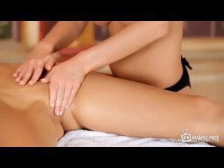 видео секс как мешина пристаёт к женщине в салоне масажа