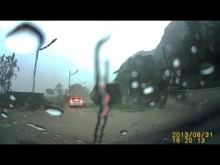 Обвал на дороге, авария, прикол