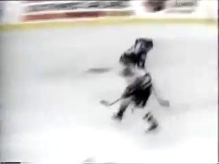 Валерий Каменский гол, НХЛ сезон 1997/98 в матче «Колорадо Эвеланш» — «Флорида Пантерз». Этот гол был признан самым красивым во всей лиге в том сезоне.