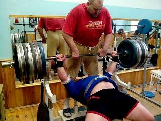 Гадиев Тимур. Тяжелая жимовая треня. 305 кило.