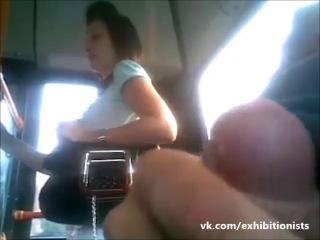 Эксгибиционист дрочит при девушке в метро фото 76-49