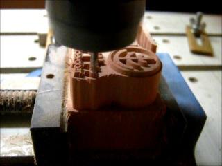 Фрезеровка набойки из древесины. www.gravcam.com
