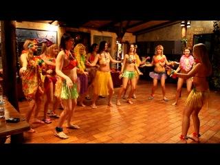 урок гавайской хулы от студии танца Upgrade