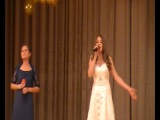 моя племянница поет песню про маму на выпускном