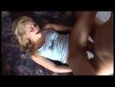 Маленькую блондинку трахают в зад до боли, она орет, но терпит