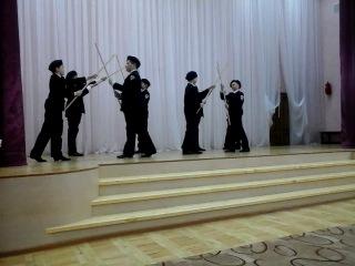 мальчишки 5б на конкурсе танца
