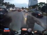 Бразильский мужик каждый день рискует жизнью, когда едет на свою работу) Уххуху отморозок)