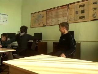 пацан упал в школе со стула:)