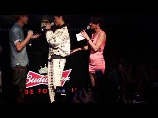 Рианна на премьерном показе документального фильма «Half Of Me» в ночном клубе «Magnum», Гонконг