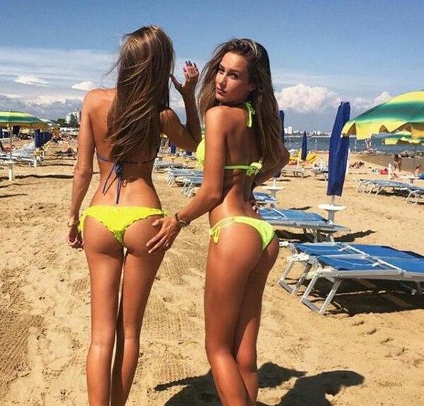 Kourtney kardashian nude tits