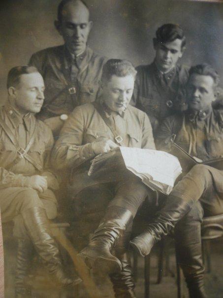 Биленко Иван Иванович: верхний ряд справа
