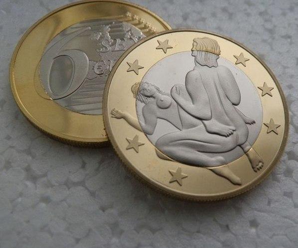 Монета с девушкой сажающей цветы 35