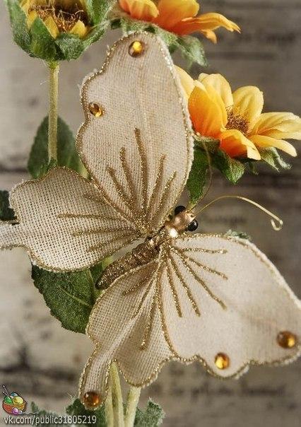 ✨ Бабочки из мешковины, а можно и не из мешковины =)  ============================== Бабочками из мешковины можно украсить новогоднюю елочку, стены интерьера любой из комнат, сделать из них мобиль в детскую комнату, можно с их помощью декорировать подарок, сделать кольца для салфеток или применить в скрапбукинге - украсить открытку ручной работы. ============================== ✂ #hand_made #сделай_сам #мастер_классы