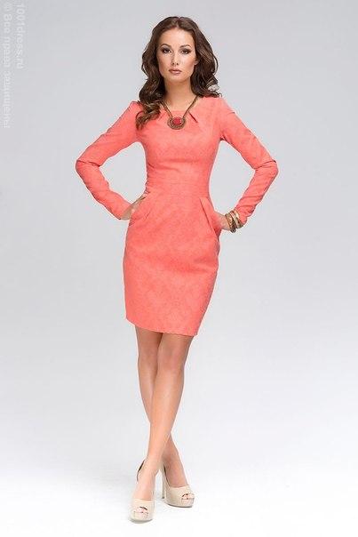 Платье с длинным рукавом футляр