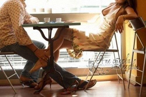 у женщины под столом-ою1