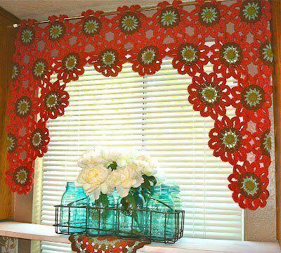 Delicadezas en crochet gabriela cortinas brillantes en la for Cortinas de gancho para cocina
